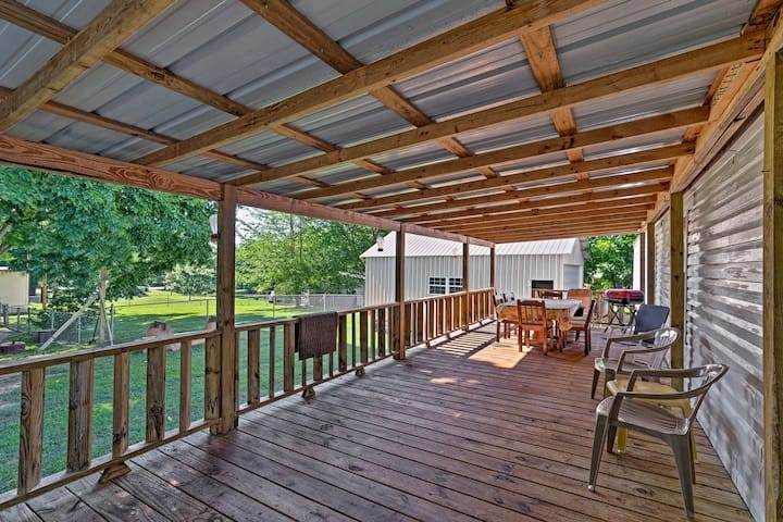 Waterloo Home w/ Fire Pit - 0.4 Mi to Boat Ramp!
