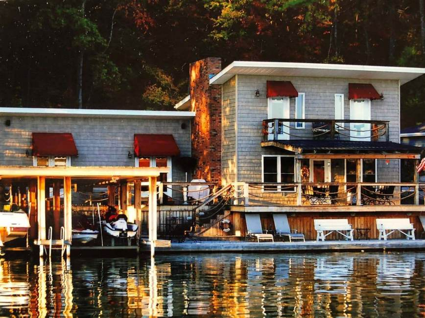 Lake Front Living on the Waters Edge