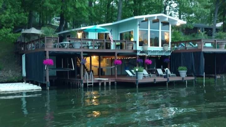PONTOON BOAT AVAILABLE W/HOME RIGHT OVER THE LAKE!